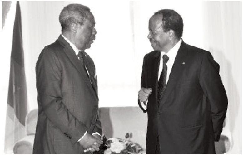 salutation avec Paul Biya